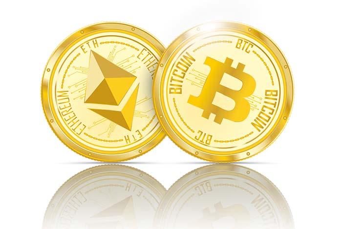 Ethereum ja Bitcoin kolikkoja